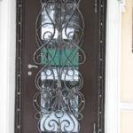 Металлические двери с элементами ковки